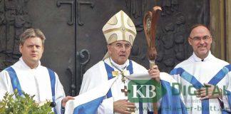 Bischof Dr. Felix Genn schloss zum Abschluss des Wallfahrtsjahres die Pilgerpforte.