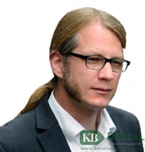 Dr. Dominik Pichler