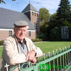 Franz Baaken an der Kapelle im Achterhoek. (Foto: G.Seybert)