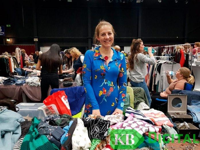 Viele Frauen aus der Region nutzen die Veranstaltung, um Kleidung zu kaufen oder zu verkaufen.