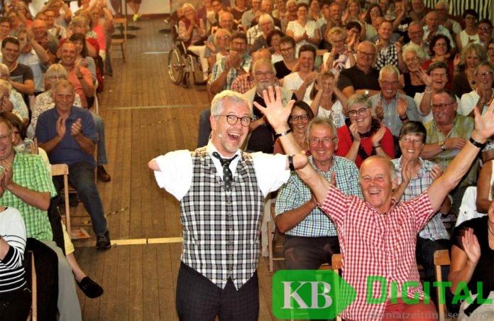 Rainer Schmidt begeisterte seine Gäste in Kervenheim. (Foto: aflo)