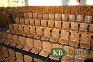 Auf diesen Stühlen werden gut 250 Zuschauer Platz haben.