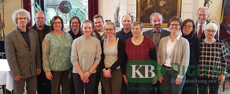 Neuaufnahmen beim Cäcilienfest (v.l.): Ekkehard Lüdtke (Baß), Georg Seegers (Sprecher des Blasorchesters), Daniela Völlings (Sopran), Elmar Lehnen (Basilikaorganist), Franziska Essen (Querflöte), Björn Völlings (Tenor), Caroline Jacobs (Querflöte), Markus Baumgärtner (Tenor), Petra Sies (Posaune), Romano Giefer (Chordirektor), Dorothee Essen (Alt), Ingeborg Slodczyk (Alt), Dr. Markus Spolders (Vorsitzender), Annegret Beckedahl (Sprecherin des Basilikachores)
