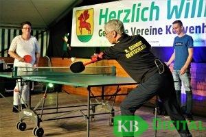 Rainer Schmidt demonstriert, dass körperliche Einschränkungen nicht vom Tischtennisspielen abhalten müssen. (Foto: aflo)