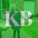 Bringen den Klostergarten zum Blühen: Quartiersmanagerin Jessica Sieben überreicht gemeinsam mit Schwester Hildegard eine Tüte mit Wildblumensamen an Bewohnerin Elisabeth Münter. Foto: Caritasverband Geldern-Kevelaer